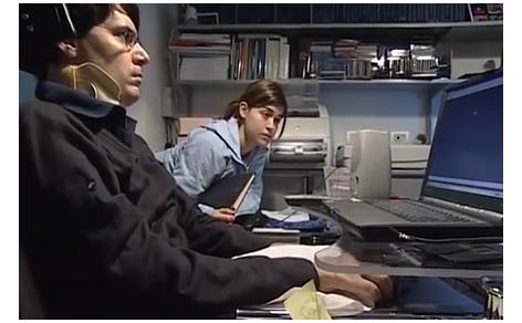 Luca Coscioni davanti al PC