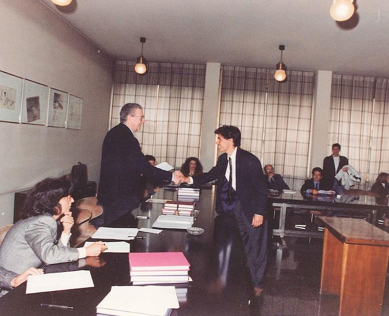 Luca Coscioni stringe la mano al Presidente della Commissione di Laurea