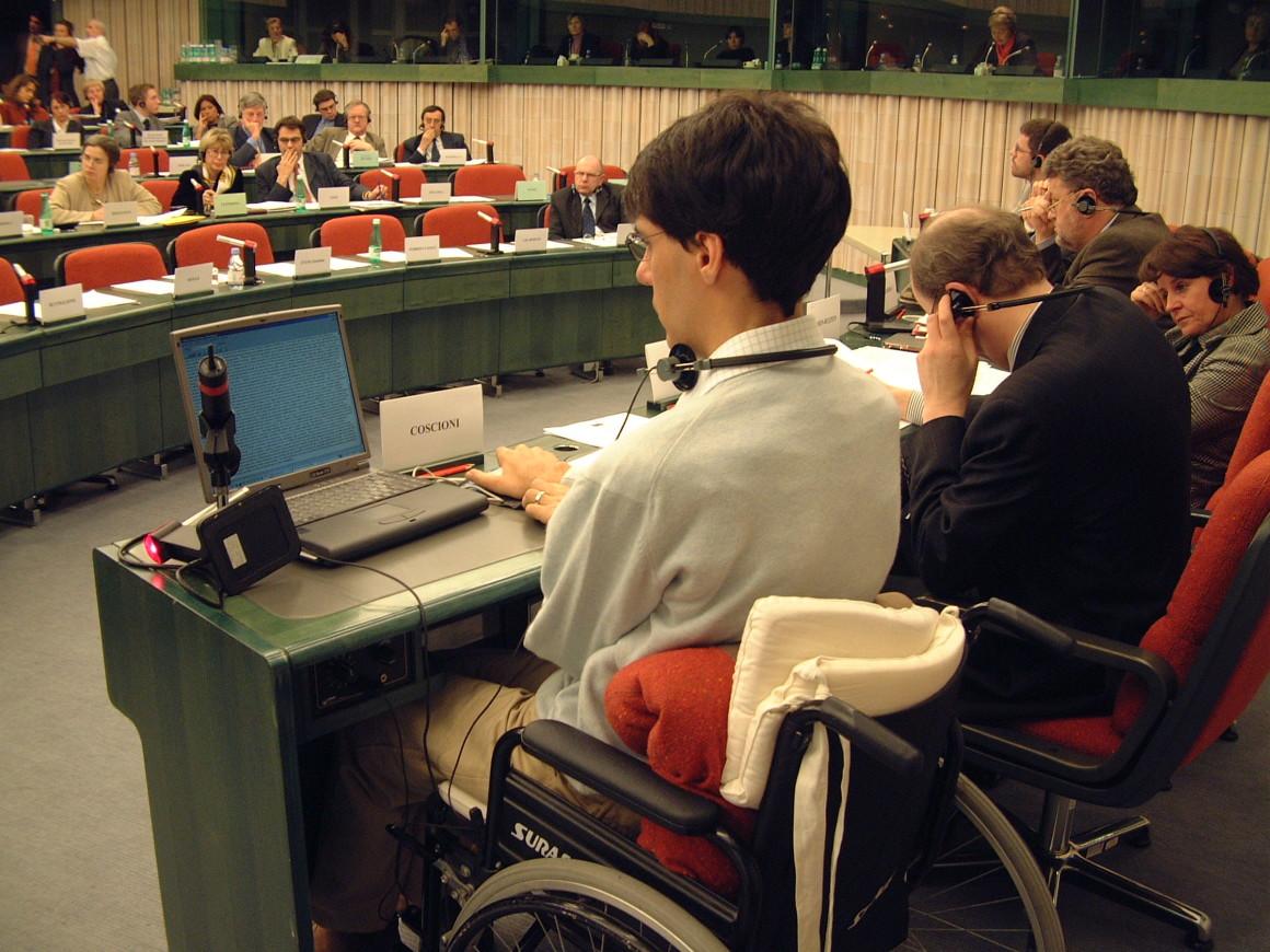 Luca Coscioni risponde alle domande a Strasburgo