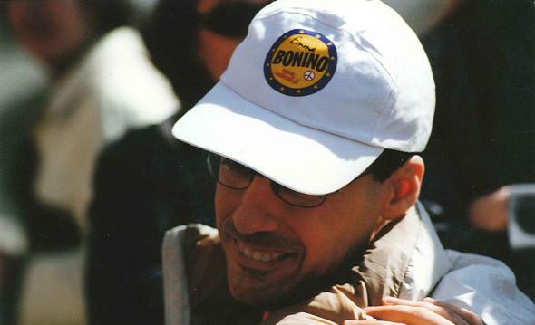Luca con cappello di Emma Bonino